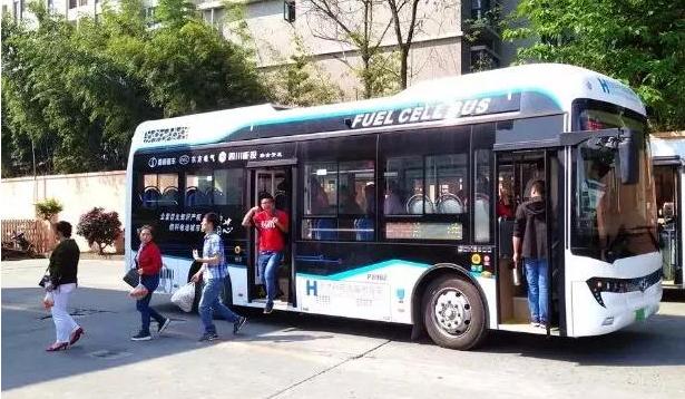 蜀都氢燃料电池公交车驶上成都街头  工况续航500公里