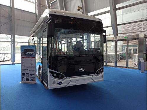 金龙携第三代氢燃料电池客车亮相FCVC 2020 等速续航625KM