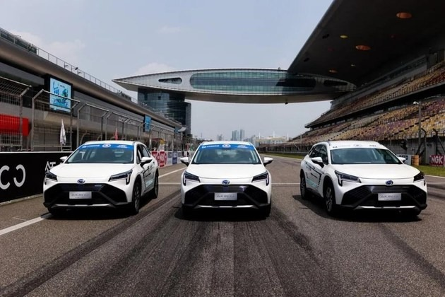 广汽氢燃料电池汽车AION LX Fuel Cell亮相上海国际赛车场