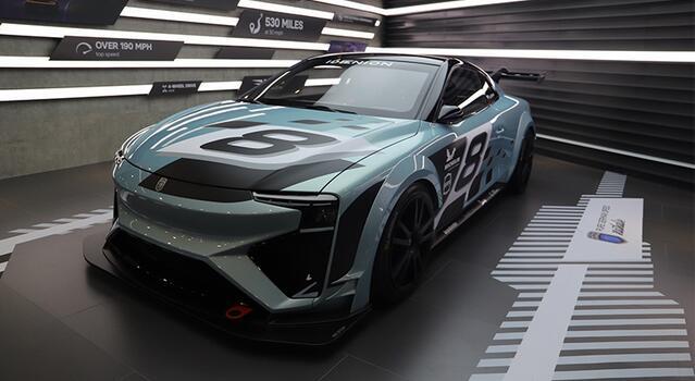 爱驰汽车甲醇氢燃料电池电动超跑车亮相进博会 续航1200公里