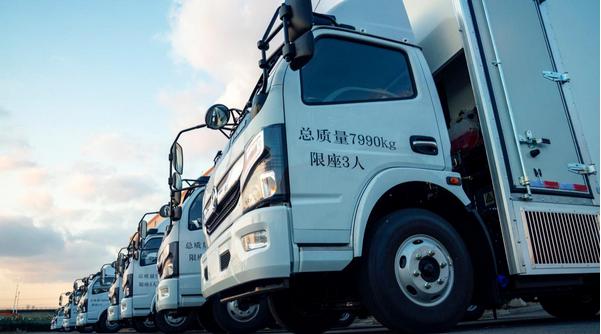 上海申龙氢燃料电池物流车交付武汉跃裕新能源汽车公司
