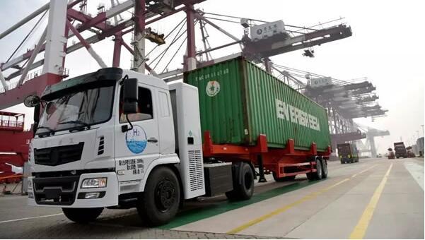 3台氢能源卡车在青岛港前湾集装箱码头正式投入实景测试运营