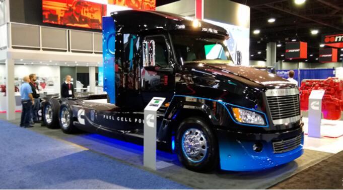 康明斯氢燃料电池卡车亮相2019年北美商用车展 续航400KM